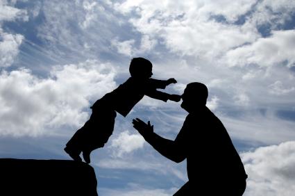 Hati-hati, ketidakpercayaan kita kepada anak, berdampak bagi pemebentukan kepribadian mereka (foto: conversiondiary.com)